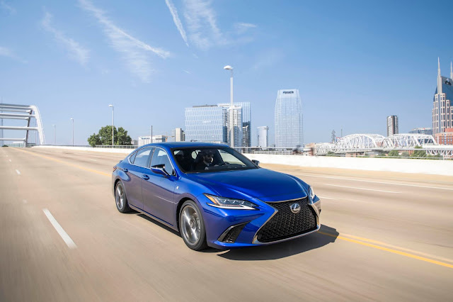 Front 3/4 view of 2019 Lexus ES350 F SPORT