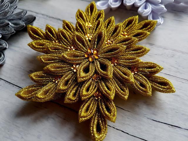 ozdoby świąteczne DIY, Boże Narodzenie, kanzashi, śnieżynki ze wstążki