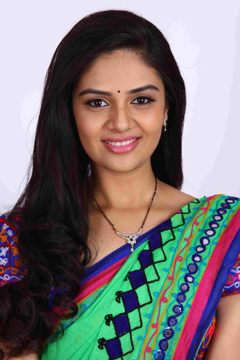 Actress Sreemukhi Latest HD Images/PhotoShoot In Saree