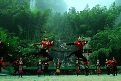ทะเลสาบเป่าเฟิง (Baofeng Lake) @ www.zhangjiajietourism.com
