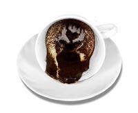 Bir fincan içindeki kahve telvesinde beliren kalp işareti