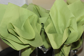 Grüne Servietten zum Hochzeitsempfang - Hochzeit in Grün und Weiß im Riessersee Hotel Garmisch-Partenkirchen Bayern, Regenhochzeit im Sommer, Wedding Bavaria - wedding green white
