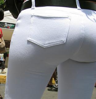 Bonita mujer pantalones apretados