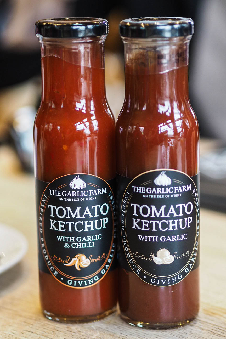 Tomato ketchup with garlic