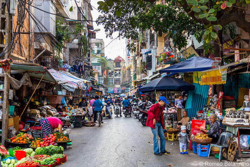 Street Market Things to Do in Hanoi Vietnam