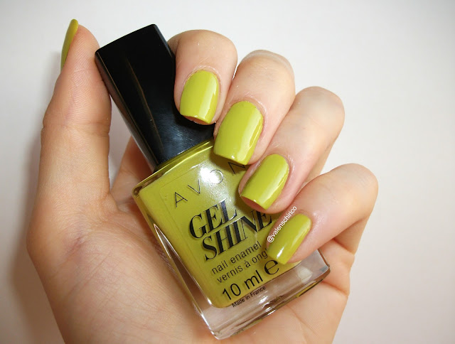 Avon GEL SHINE nail polish, Citronised (Citronized), review and swatches (indoor + artificial light) by Valentina Chirico