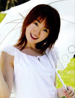 Foto de Nana Mizuki con sombrilla