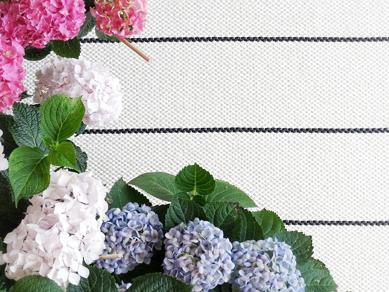 Gestaltungsideen für Balkone - Outdoor-Teppiche und Hortensien - www.mammilade.blogspot.de