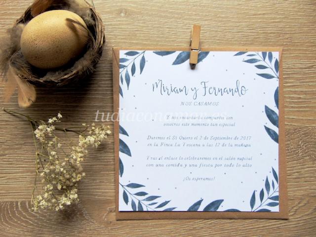 Invitación de boda cuadrada de estilo moderno y romántico con hojas pintadas en acuarela