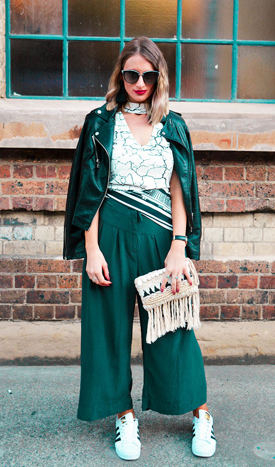 how to wear culottes like a street style fashion blogger monochrome outfit marble print top
