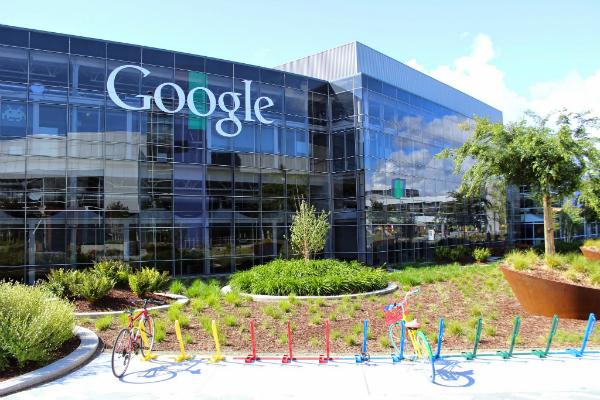 """جوجل تحي الذكرى العشرين لتأسيسها عبر جولة """"افتراضية"""" في مقرها الأول (عبارة عن مرآب)"""