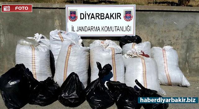 DİYARBAKIR-Lice ilçesinde uyuşturucu kaçakçılığı yapan kişilere yönelik düzenlenen üç ayrı baskında, 10 ton 265 kilo kubar esrar, 700 kilo toz esrar ve 13 bin 258 kök keneviri bitkisi ele geçirildi.
