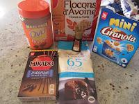 Ingrédients pour la réalisation des sucettes gourmandes à l'Ovomaltine crunchy et aux flocons d'avoine (Battle Food #64) : Ovomaltine crunchy, flocons d'avoine,extrait de vanille, chocolat, Mikado, Mini Granola