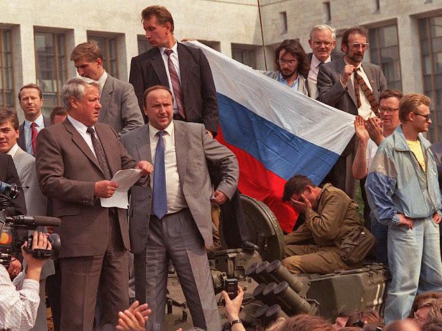 Выступление Бориса Ельцина с танка во время путча, 19 августа 1991 года.