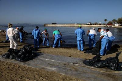 SOS από το «Αρχιπέλαγος» για την πετρελαιοκηλίδα! «Το πετρέλαιο που θα κατακαθίσει στον βυθό, θα μείνει 25 χρόνια»