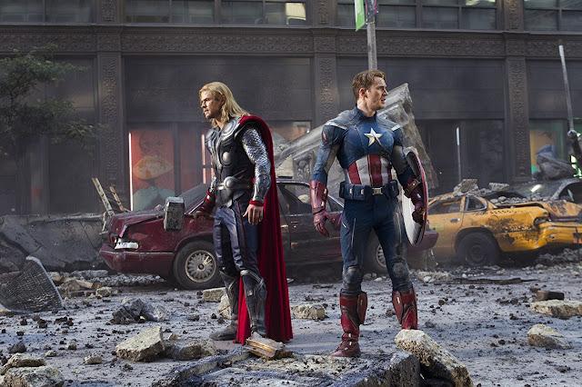 Thor und Captain America kämpfen Seite an Seite.