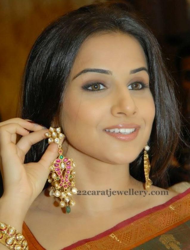 Vidya Balan Showing Kundan Earrings Jewellery Designs