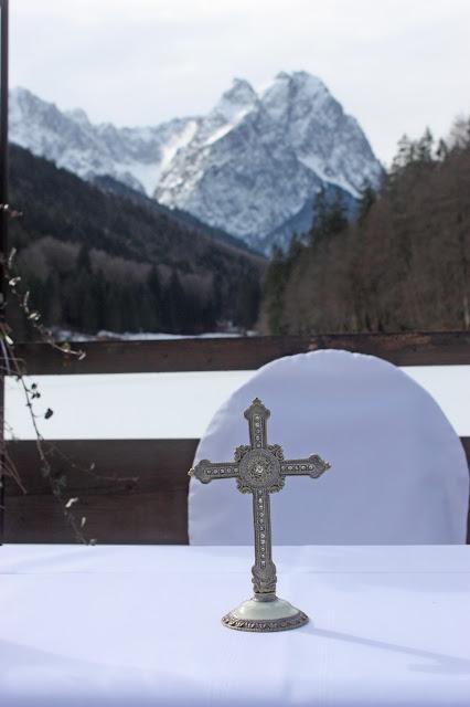 Winterhochzeit unter freiem Himmel, Trachtenhochzeit in den Bergen von Bayern, Riessersee Hotel Garmisch-Partenkirchen, Wedding in Bavaria