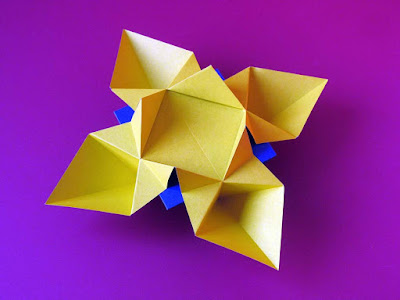 Origami, Fiore o stella © by Francesco Guarnieri, vista angolare