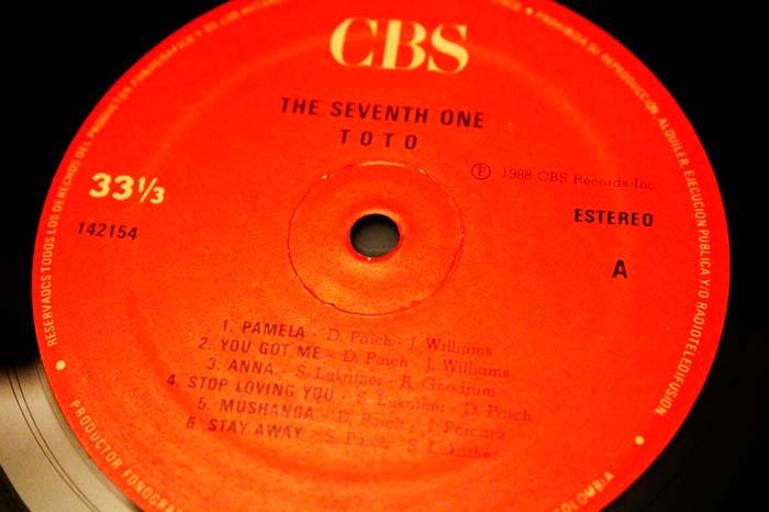 Toto - The Seventh One, 1988 CBS Inc. Propiedad de Julián Franco, exibido en 4Works Studio.