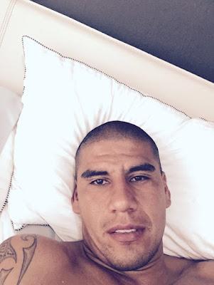Carlos Salcido masturbandose
