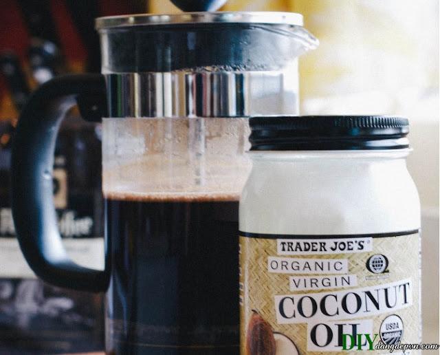 Cách tẩy tế bào chết từ cà phê và dầu dừa siêu lợi ích cho làn da