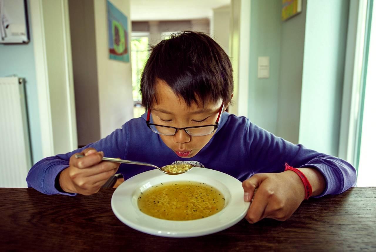Larangan Meniup Makanan Panas Berbahaya untuk Kesehatan (matanaga.com)