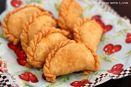 Malaysian Deep-fried Curry Puffs