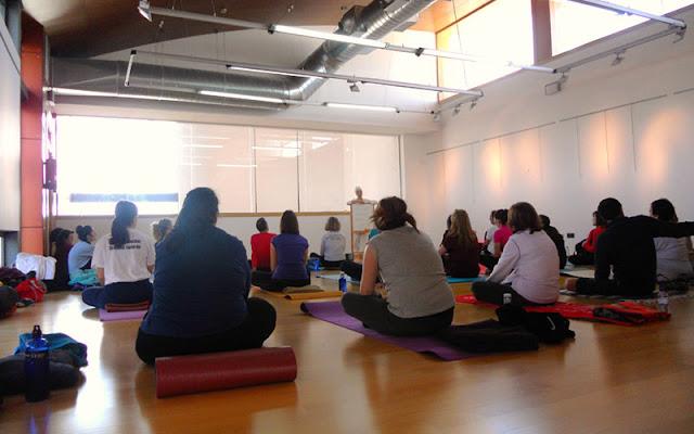 La Biblioteca acogió un participativo taller de yoga y meditación. IMAGEN COMUNICACION ILLESCAS