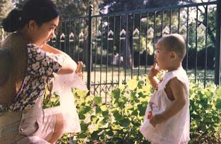 作者与女儿的合照。(曾铮博客)