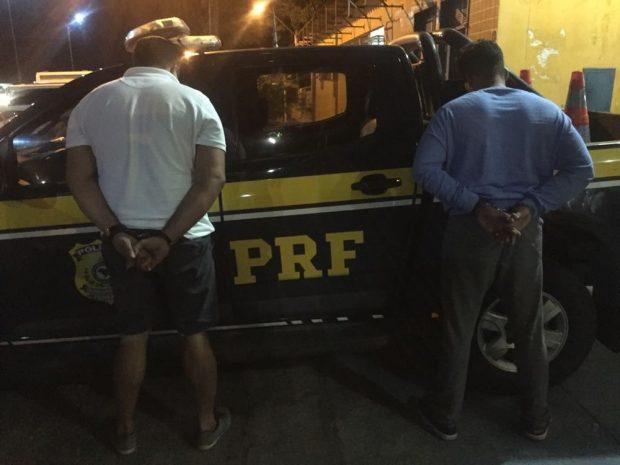Dupla é presa suspeita de falsificação de documentos e estelionato em Alhandra