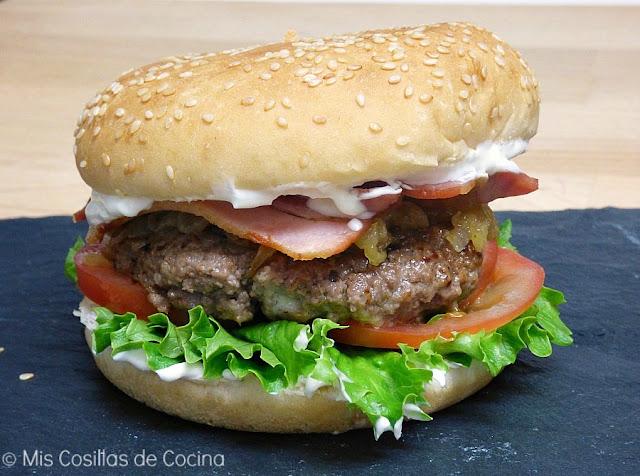 hamburguesa casera de ternera con queso de cabara
