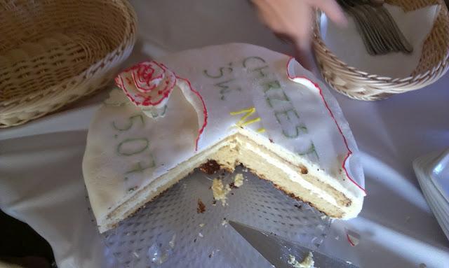 tost na chrzciny, tort na chrzest święty, jak zrobić tort, przepis na tort, łatwy przepis na ciasto, tort z serkiem mascarpone i kremówką, tort z masą z serka mascarpone