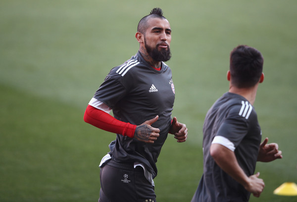 Arturo Vidal of Bayern Muenchen warms up during a training session prior to the UEFA Champions League Quarter-Final first leg match against Sevilla at Estadio Ramon Sanchez Pizjuan on April 2, 2018 in Seville, Spain.