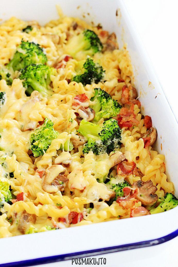 Zapiekanka makaronowa z brokułami, pieczarkami i boczkiem