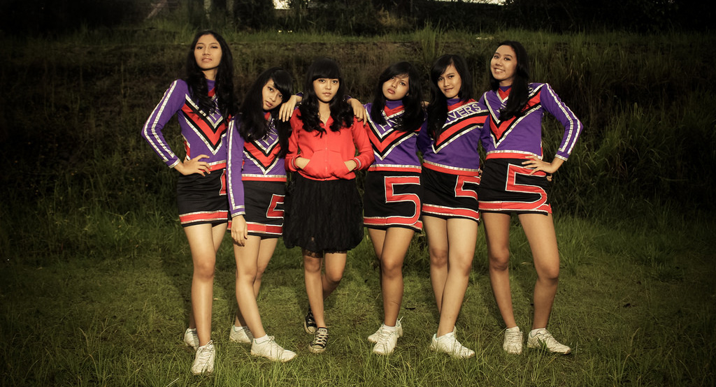 eskul siswi SMA Seksi dan Cantik keren  kesurupan di taman cheer leader