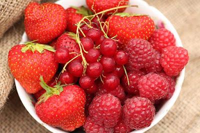 الفواكه والخضروات الحمراء تعزز الكولاجين