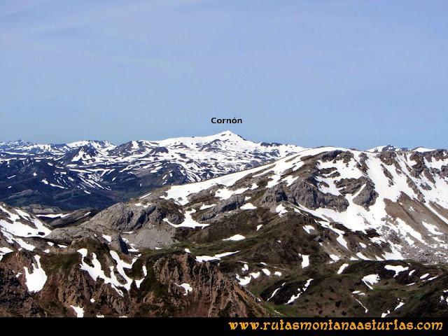 Ruta Farrapona, Albos, Calabazosa: Vista al Cornón desde el Albo Occidental