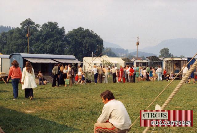 Roulottes cages de la ménagerie du Cirque National Suisse Knie  1970