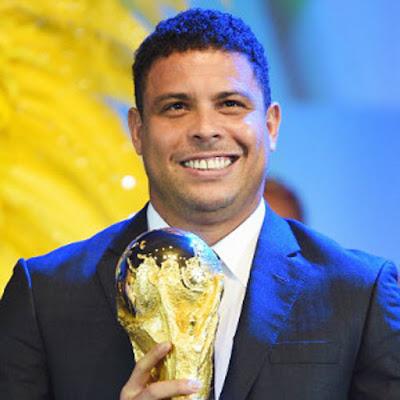 """Biografi Ronaldo Brazil  Bioodata   NAME: Ronaldo Luís Nazário de Lima  OCCUPATION: Soccer Player  PLACE OF BIRTH: Itaguaí, Brazil  NICKNAME: """"Fenômeno""""  AKA: Ronaldo  AKA: Ronaldo Nazário de Lima  ZODIAC SIGN: Virgo  Biografi   Ronaldo Luís Nazario de Lima lahir pada tanggal 22 September, 1976 di Itaguai, Brasil. Orang tuanya, Nelio Nazario de Lima dan Sonia dos Santos Barata, berpisah ketika ia berusia 11 tahun, dan Ronaldo putus sekolah lama kemudian untuk mengejar karir sepak bola. Ronaldo bergabung dengan Ramos Sosial dalam ruangan tim sepak bola pada usia 12 sebelum pindah ke São Cristóvão, di mana ia ditemukan oleh agen masa depannya, Reinaldo Pitta dan Alexandre Martins. Kedua diatur untuk penjualan kontrak klien baru mereka untuk Cruzeiro, klub profesional di kota Belo Horizonte.  Perjalanan Karir    Ronaldo memamerkan mengesankan mencetak gol kemampuan untuk Cruzeiro, membantu klub untuk pertama Piala nya Brasil juara pada tahun 1993. The berbakat 17 tahun bernama ke tim nasional Brasil untuk Piala Dunia 1994 di Amerika Serikat, meskipun ia menyaksikan dari bangku cadangan sebagai sebangsanya memenangkan Piala.  Ronaldo memukul tanah berjalan saat kontraknya dijual ke PSV Eindhoven di Belanda pada tahun 1994, rata-rata hampir satu gol per pertandingan melawan top"""