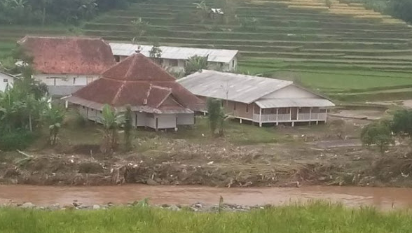 Subhanallah..Ini Salah Satu Tanda Kebesaran Allah SWT Ponpes Al Qodar Garut Tak Tersentuh Banjir Bandang