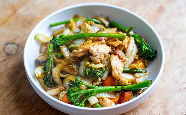 Quick & Easy Chicken Cabbage Stir Fry #healthy #paleo