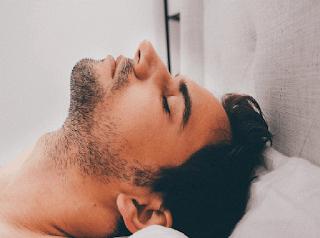 Kekurang tidur berdampak sangat bahaya bagi kesehatan otak. Karena kekurangan tidur bisa mengakibatkan terjadinya kerusakan pada bagian otak depan yang berfungsi sebagai pusat ingatan.