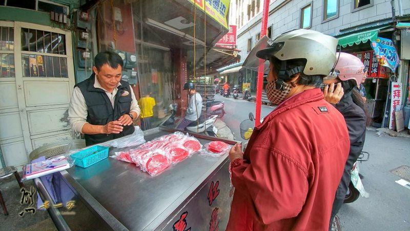 北港朝天宮媽祖廟週邊美食小吃|廟前紅龜粿菜包|傳統古早味中式點心|北港老街上