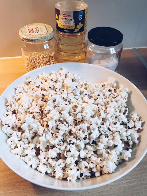 kattilassa tehtyä popcornia