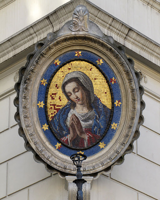 18th Century mosaic of the Madonna, Campo de' Fiori, Via dei Baullari, Rome