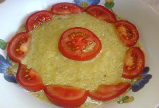 retete mancare salata de vinete cu ceapa si felii de rosii,