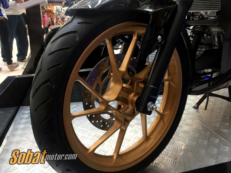 Photo Gallery : Impresi pertama New Yamaha Vixion R Limited Edition, keren sob ! #vixionR_1dekade