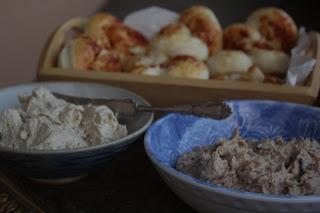 Brezeln mit Honig-Senf-Butter