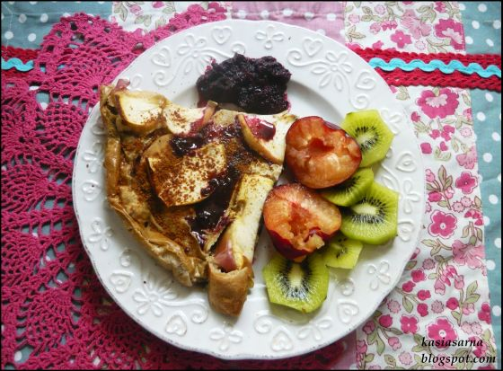 wegetarianski-placek-z-owocami-nalesnik-przepis